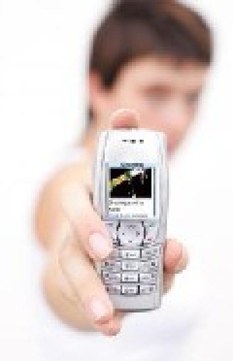 El móvil es el elemento tecnológico más importante para los jóvenes.